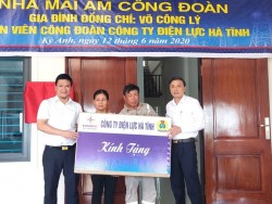Công đoàn PC Hà Tĩnh: Bàn giao nhà 'mái ấm công đoàn'