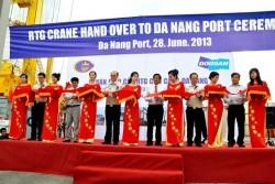 Doosan Vina bàn giao cẩu trục bánh lốp RTGC cho cảng Đà Nẵng