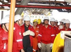 PTT Hoàng Trung Hải thị sát một số giàn khoan trên biển