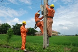 Các đơn vị của EVN NPC nỗ lực phát triển lưới điện nông thôn