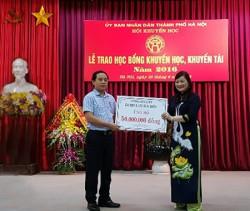 EVN HANOI ủng hộ 50 triệu đồng cho Quỹ Khuyến học TP Hà Nội