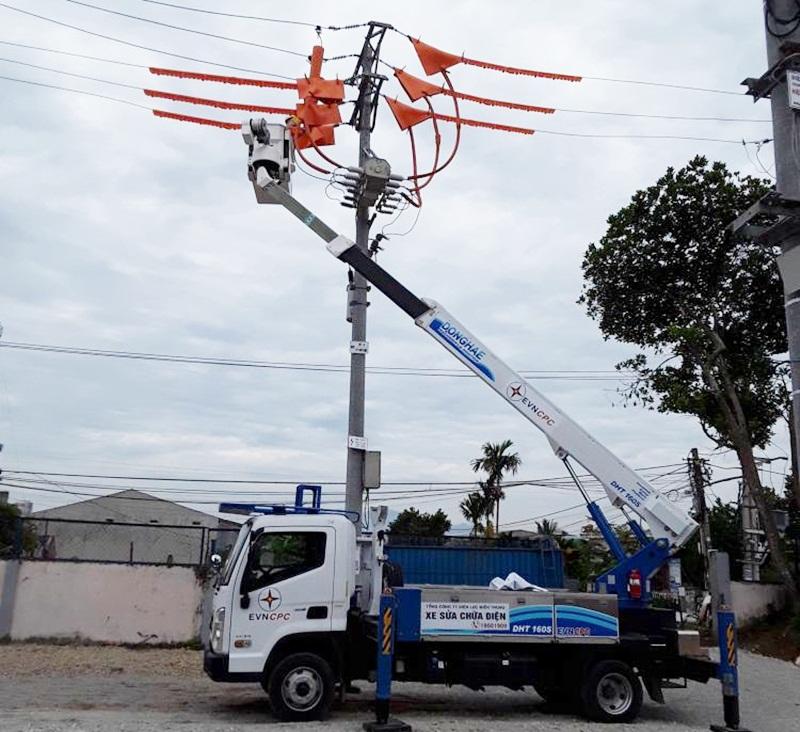 EVNCPC áp dụng thành công công nghệ sửa chữa điện nóng 3