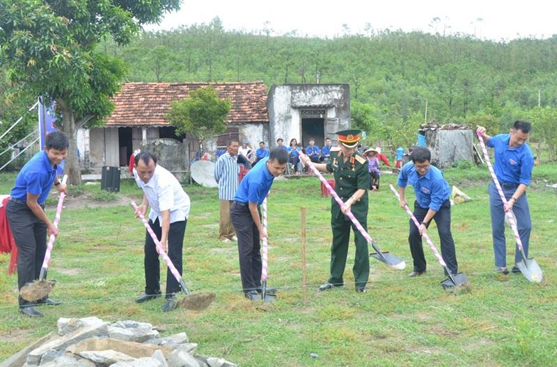 Đoàn Thanh niên EVN xây nhà tình nghĩa tại Quảng Bình 2