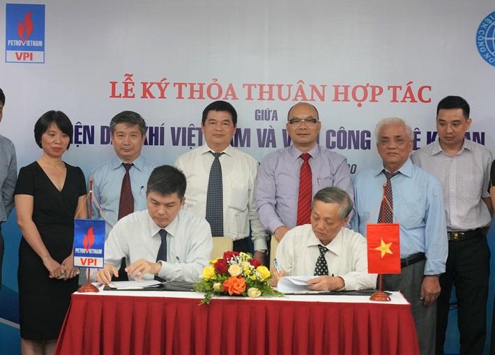 Viện Dầu khí Việt Nam và Viện Công nghệ khoan ký thỏa thuận hợp tác