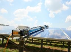 GEC Robotic: Giải pháp làm sạch các tấm panel năng lượng mặt trời
