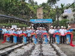 Đón tấn than đầu tiên từ khu Đồng Vông đi Nhà máy Tuyển than Vàng Danh