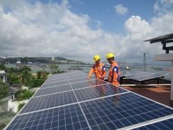 Điện mặt trời trên mái nhà đang được người dân Quảng Ninh hưởng ứng