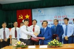 Ký hợp đồng tín dụng tài trợ vốn cho các dự án lưới điện truyền tải