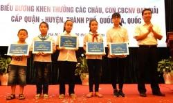 EVN HANOI khen thưởng học sinh giỏi là con CBCNV
