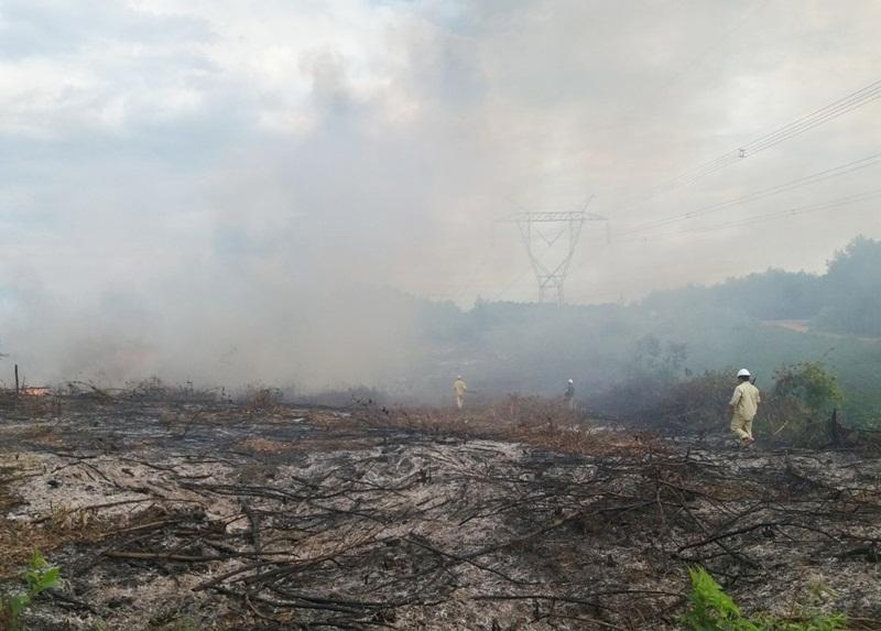 TTĐ Quảng Trị dập tắt đám cháy ngoài hành lang đường dây 500kV 2