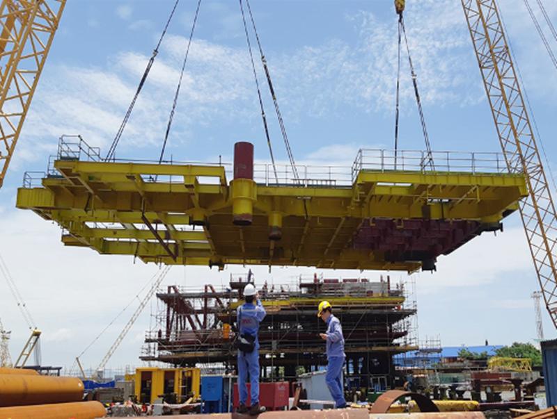 Lắp dựng thành công sàn Upper Deck giàn Cá Tầm 1