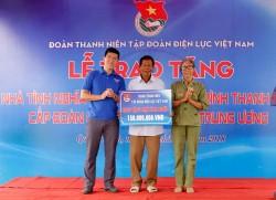 Đoàn Thanh niên EVN trao nhà tình nghĩa tại Quảng Bình
