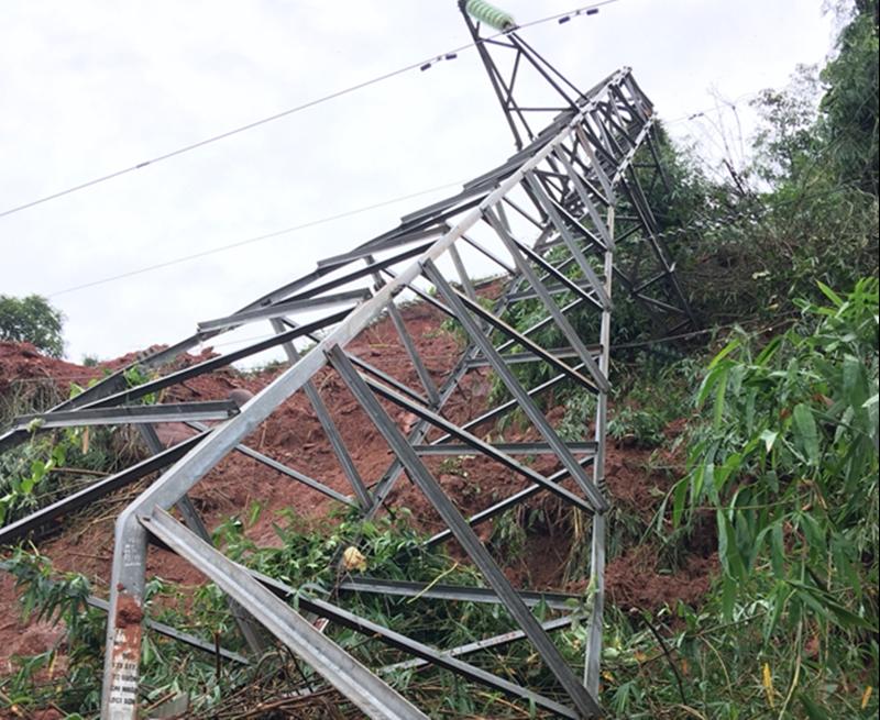 Lưới điện miền Bắc tiếp tục bị thiệt hại do mưa lũ