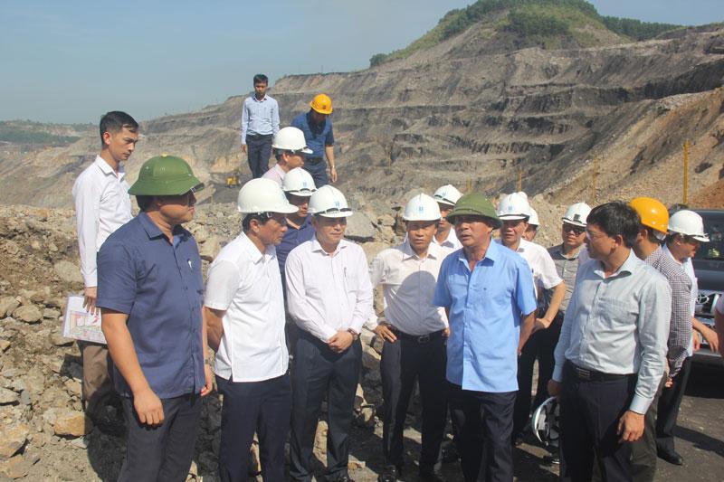 Chủ tịch HĐTV Tập đoàn Lê Minh Chuẩn làm việc với Công ty CP than Hà Tu