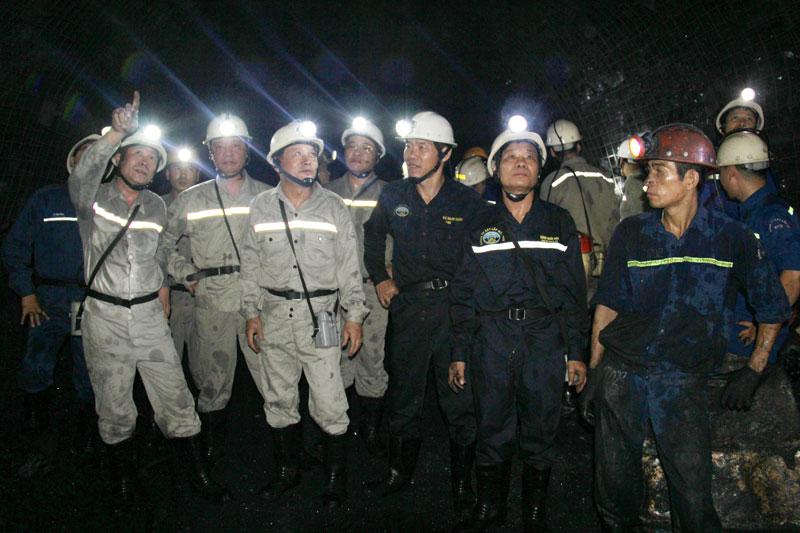 Đảng ủy TKV kiểm tra hiện trường Dự án khai thác xuống sâu dưới mức - 400 mỏ than Mông Dương
