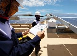 Lắp đặt hệ thống năng lượng mặt trời trên mái nhà thế nào cho an toàn?