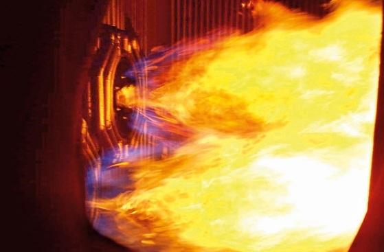 Đốt lửa lần đầu lò hơi số 1A Nhiệt điện Mông Dương 1
