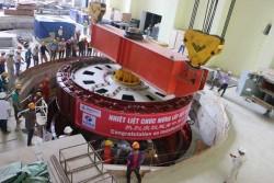 Hạ thành công rotor tổ máy 1 thủy điện Trung Sơn