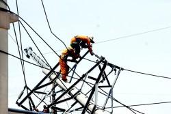 Lưới điện nơi tâm bão số 10 đi qua