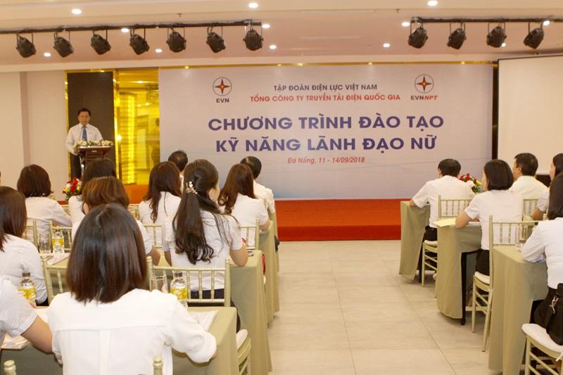 EVNNPT đào tạo kỹ năng lãnh đạo cho nhân sự nữ 1