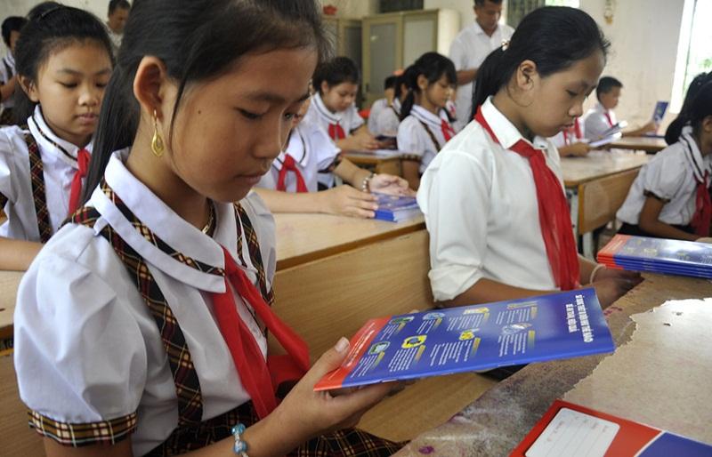 EVNHANOI trao 50 nghìn vở mới cho học sinh khó khăn ở Thủ đô 3