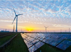 Việt Nam đặt mục tiêu tăng 18 GW năng lượng gió, mặt trời