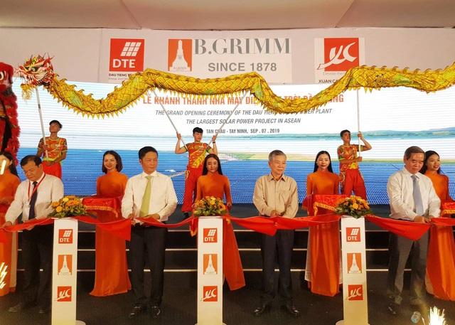 Inaugurating Dau Tieng solar power project