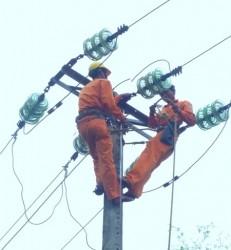 Ngành điện tập trung khắc phục nhanh sự cố bão số 10