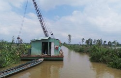 Đường dây 220kV Thốt Nốt-Châu Đốc bị sự cố do xà lan