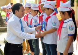 EVN HANOI tiếp bước học sinh đến trường