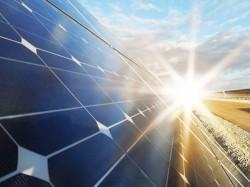 Ký hợp đồng tài trợ vốn và bảo hiểm dự án điện mặt trời TTC số 1
