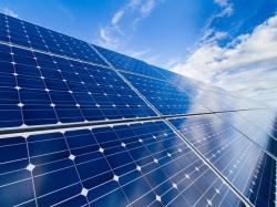 Ký hợp đồng mua bán điện Nhà máy điện mặt trời LIG Quảng Trị