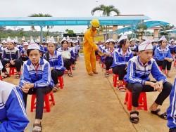 PC Đắk Nông tuyên truyền an toàn và tiết kiệm điện cho học sinh