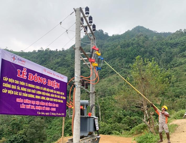 Đóng điện công trình đưa điện lưới quốc gia về Tà Moòng (Lào Cai)