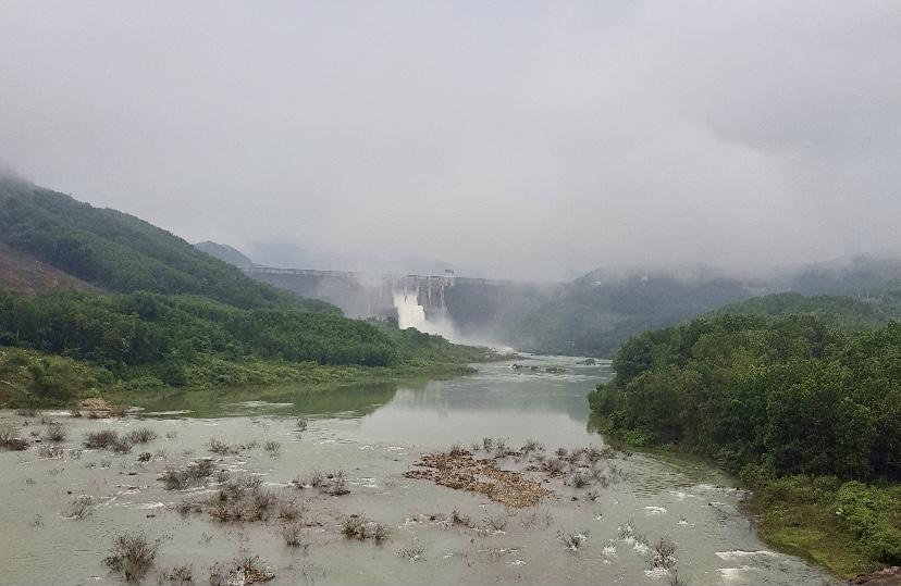 Xả điều tiết hồ Thủy điện Sông Tranh 2, giảm lũ cho hạ du sông Thu Bồn