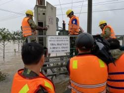 PC Hà Tĩnh tập trung khắc phục sự cố, kịp thời cấp điện sau mưa lũ