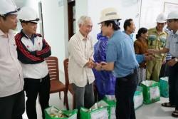 PTC2 tặng quà cho người dân tỉnh miền Trung bị ảnh hưởng do mưa lũ
