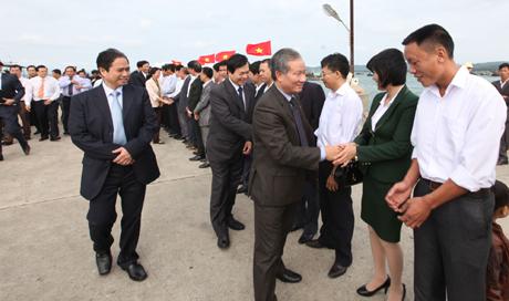 Các đồng chí lãnh đạo T.Ư và tỉnh Quảng Ninh chúc mừng