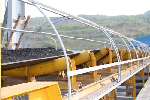 Tuyến băng tải từ bunke - tháp chuyển tải (trên mặt bằng Nhà máy tuyển Khe Chàm).