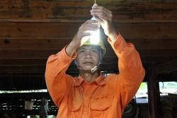 Điện Biên: Gần 2.000 hộ dân có điện  trước Tết Ất Mùi