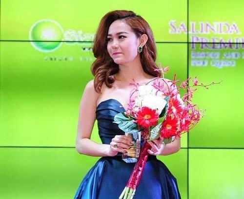 Minh Hằng được bầu chọn là mỹ nhân của năm 2014