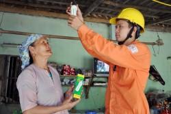 Nhiều hộ nghèo của Hà Nội sẽ được sửa điện miễn phí