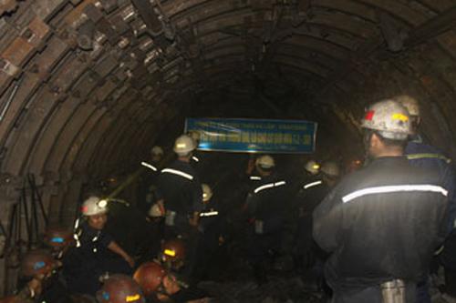 Thông đường lò dự án -50 mỏ than Hà Lầm 1
