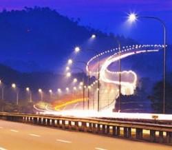 Đèn chiếu sáng tiết kiệm điện: Sản phẩm Việt lên ngôi