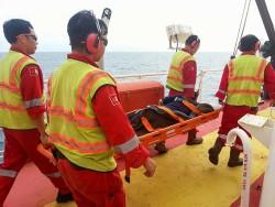 PVEP POC cứu sống ngư dân bị thương trên biển