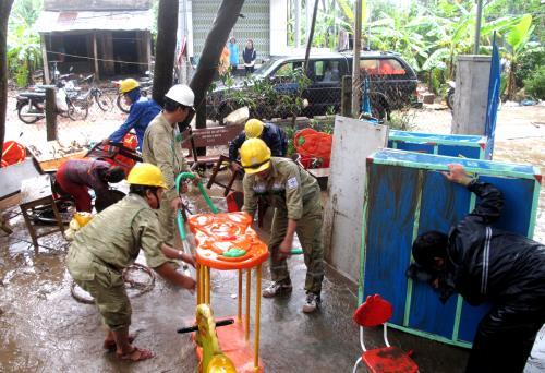 Truyền tải điện Phú Yên hỗ trợ người dân ổn định sau lũ 1