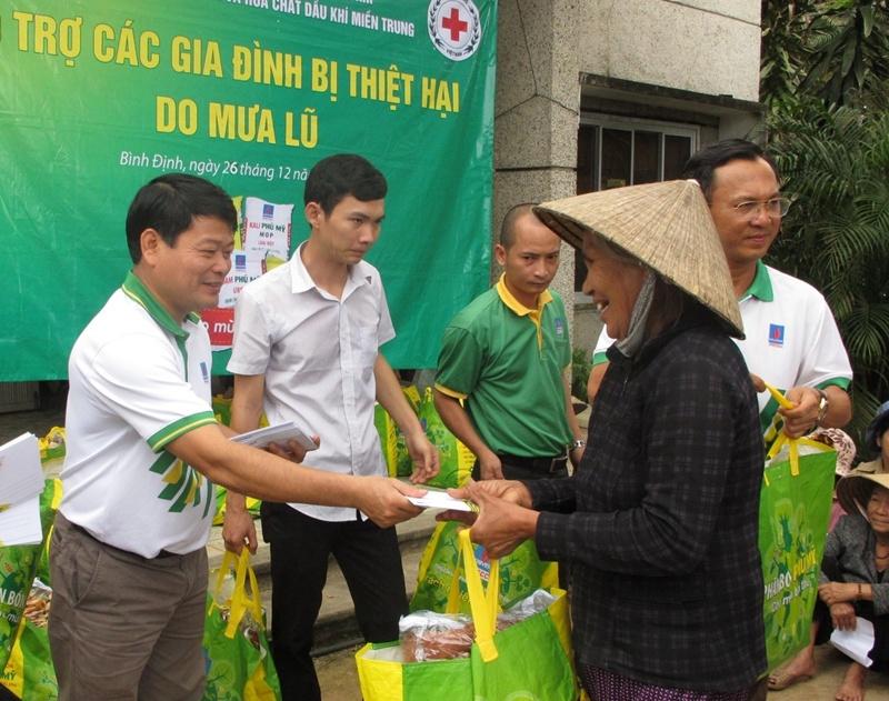 PVFCCo tiếp tục cứu trợ đồng bào vùng lũ miền Trung 2