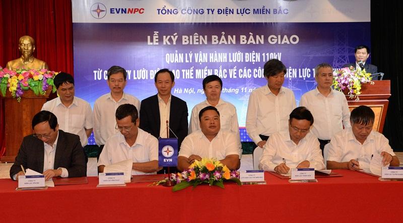 EVNNPC bàn giao lưới điện 110kV về các công ty điện lực 1