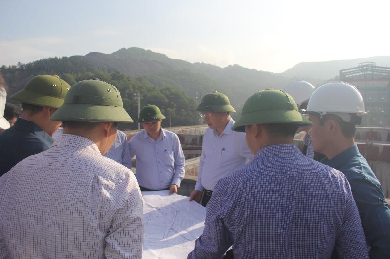 Kiếm tra tiến độ Trung tâm chế biến và kho than vùng Hòn Gai 1