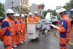 EVNNPC: Công nghệ Hotline nâng cao độ tin cậy cung cấp điện